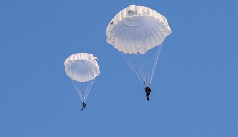 千米高空,新兵第一次跳伞是啥感觉……