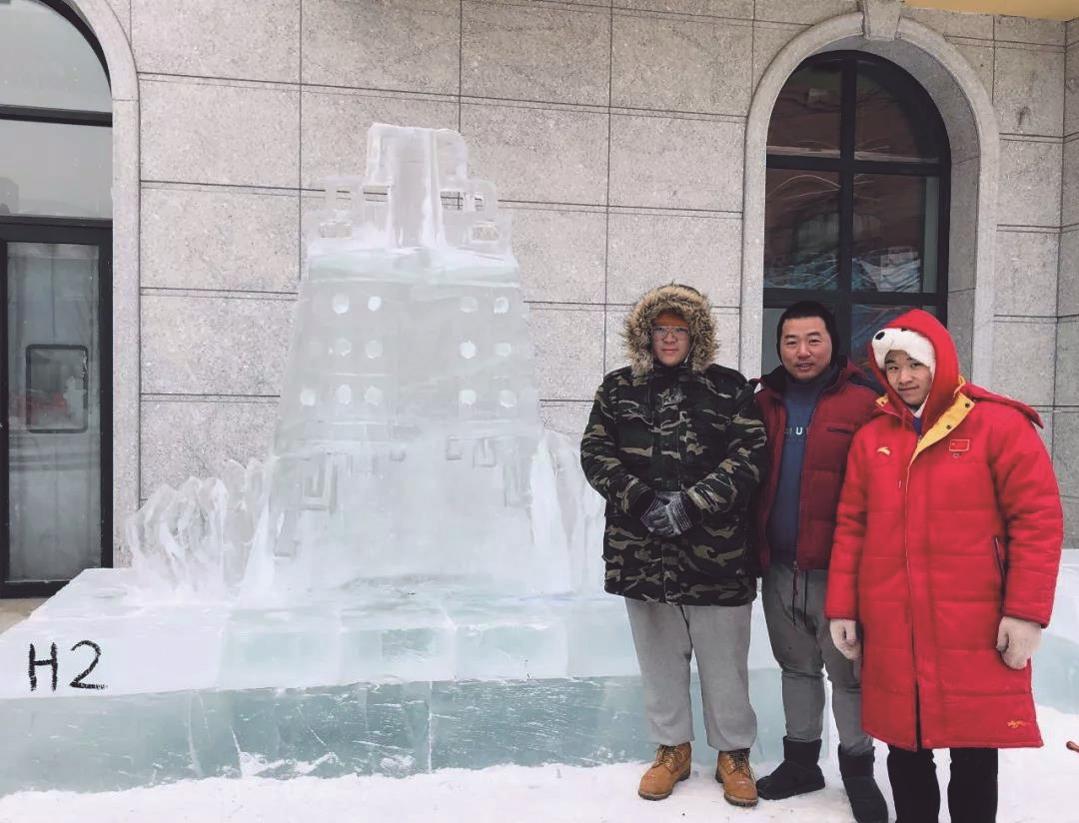 武汉大学生用冰雪打造别样编钟