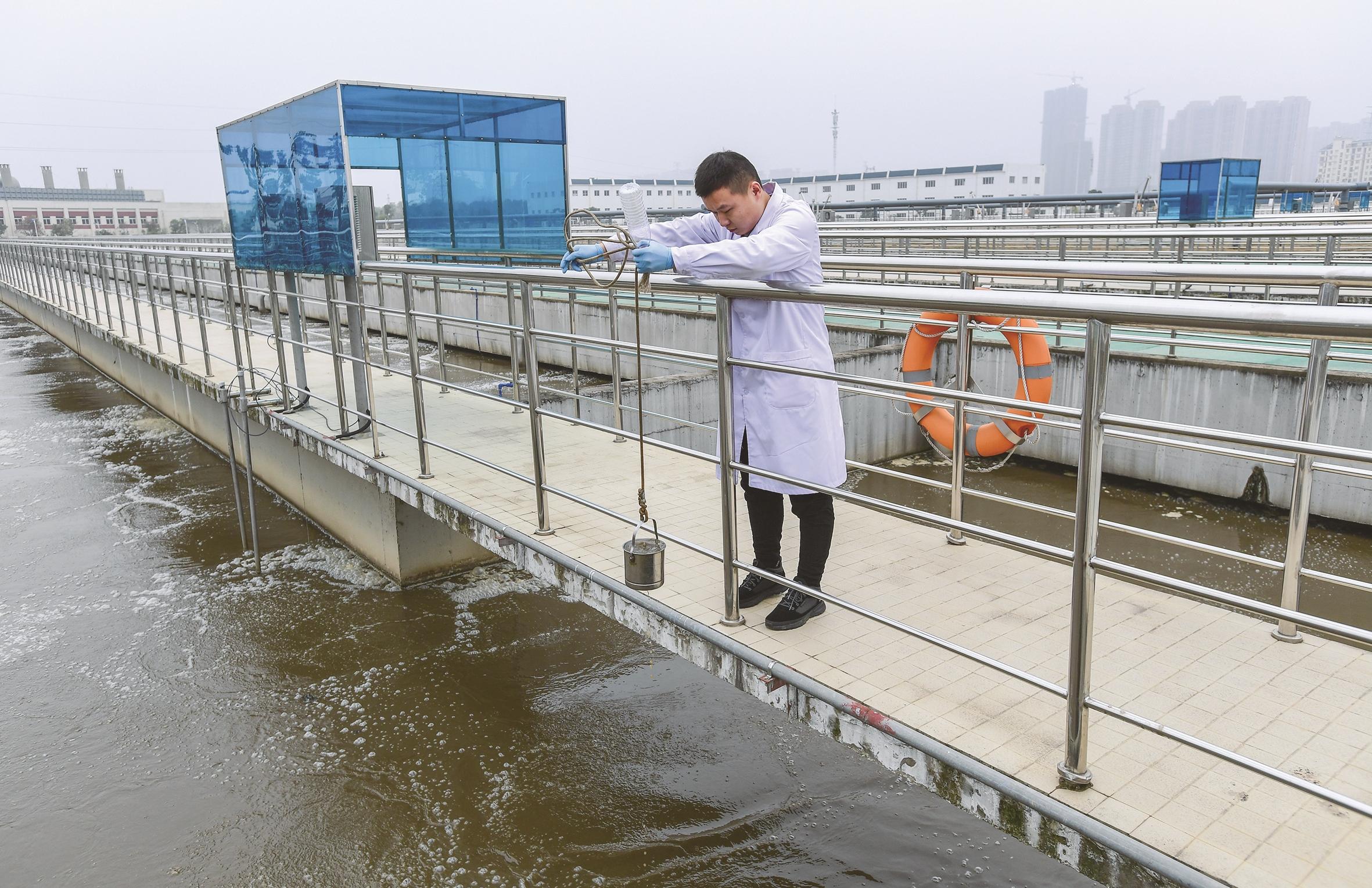 """又一批环保单位向公众开放 污水处理过三关 生活垃圾能发电"""""""