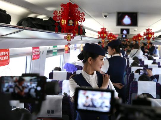 宁夏首条高铁开通运营