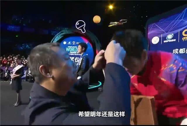 摸脸杀?刘国梁夸樊振东竟然这样说 樊振东成就世界杯
