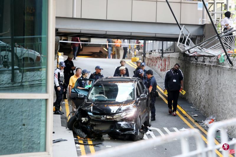 失控轿车冲入人群!新加坡惨烈车祸致2死4伤