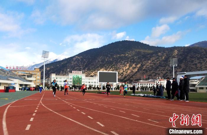 西藏百余名青少年运动员林芝参加高原耐力冬令营