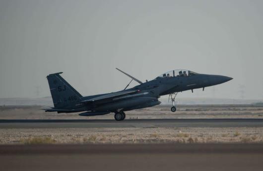 """美军在叙利亚和伊拉克展开空袭 已致25死51伤"""""""