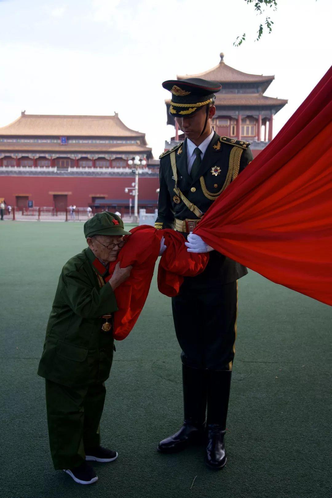 2019年最后一天,头条留给中国军人!