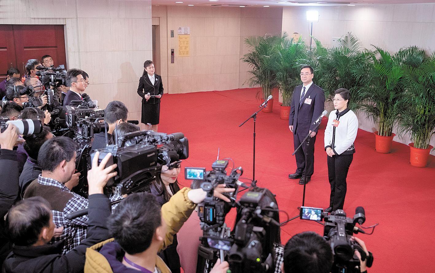 """省两会首次开启""""代表通道"""",6名人大代表走上红毯发声"""