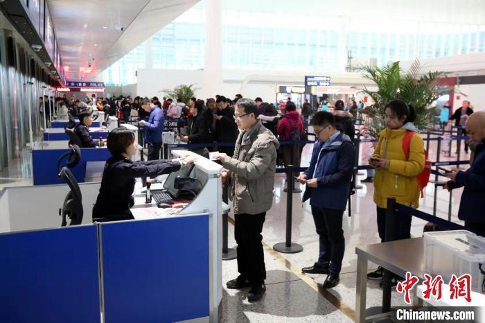 武汉机场今年春运将迎送350多万人次 航班起降2万多架次