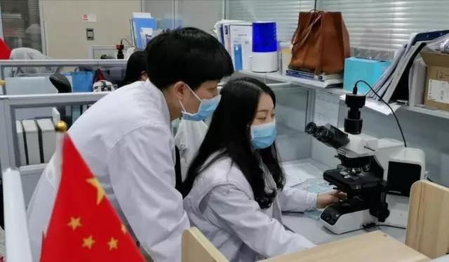 """""""下车回武汉!""""恩施90后女医生上演最美逆行!"""