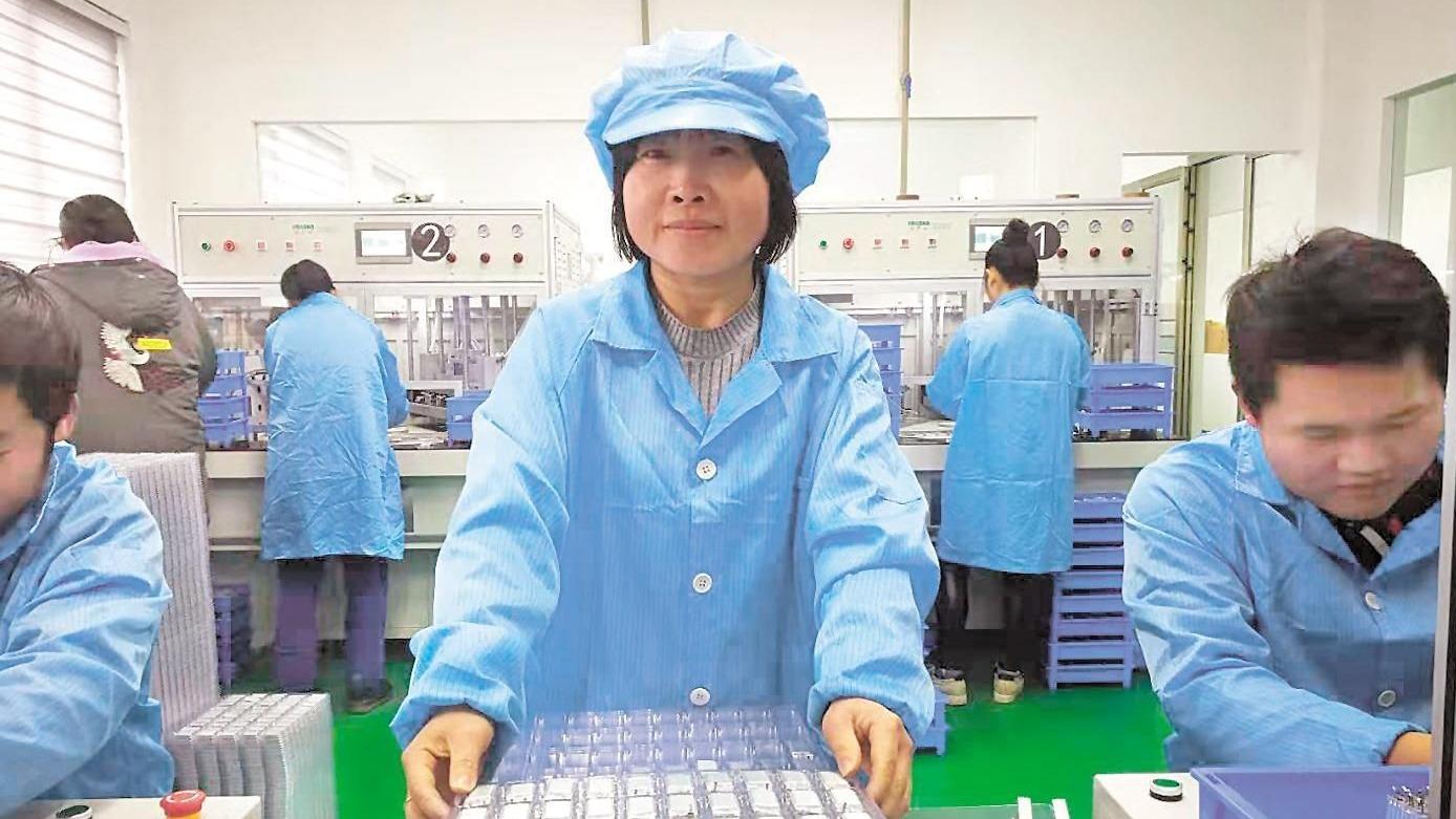 引进5家小微企业 云梦县共星村贫困户家门口就业