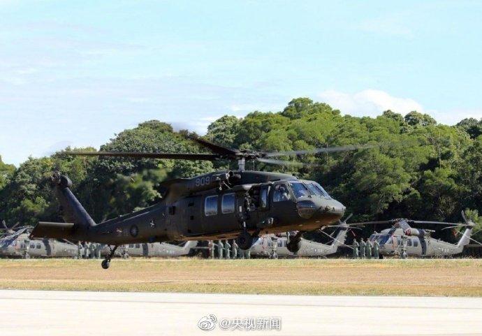 """台湾黑鹰直升机坠毁8死5生还,""""参谋总长""""罹难"""