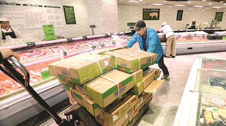 冻储猪肉送货人每夜奔忙7小时 确保凌晨送到超市自然解冻