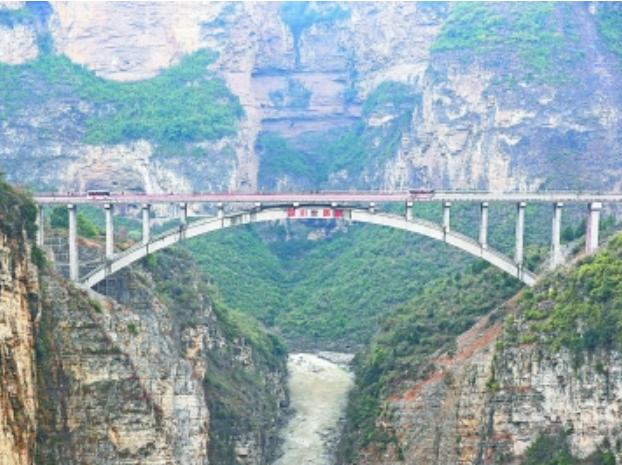鸡鸣三省大桥建成通车