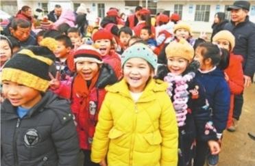 """""""针心针意""""暖冬行动走进蕲春西湖里村小学 孩子们说收到""""最好的新年礼物"""""""