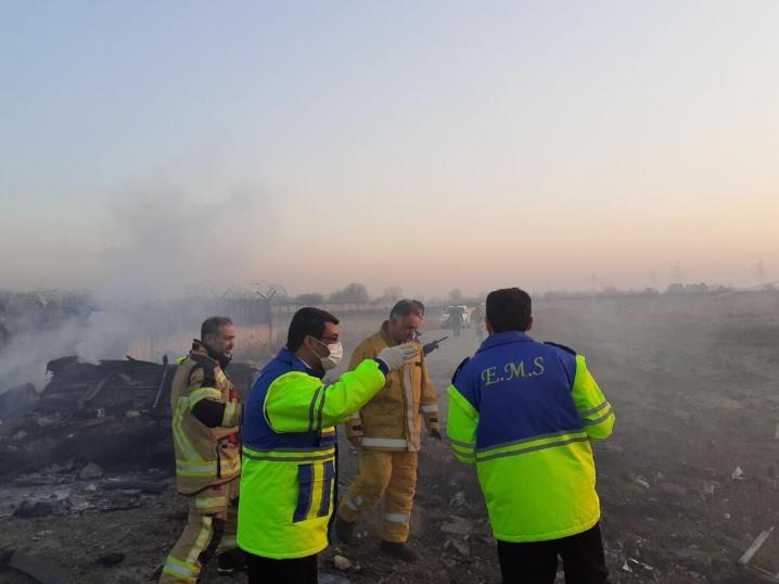 """实拍!乌克兰客机坠毁180人遇难:现场浓烟滚滚 残骸遍地"""""""