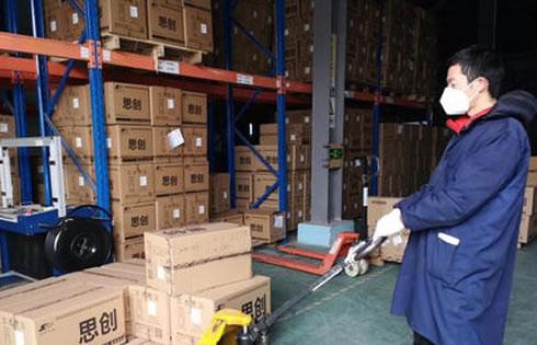 荆州一企业全力生产N95口罩 保障武汉疫情防控需要