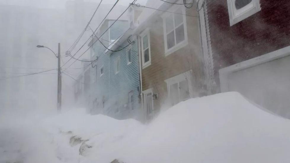 史无前例!加拿大圣约翰市全城被雪埋掉!太可怕了...