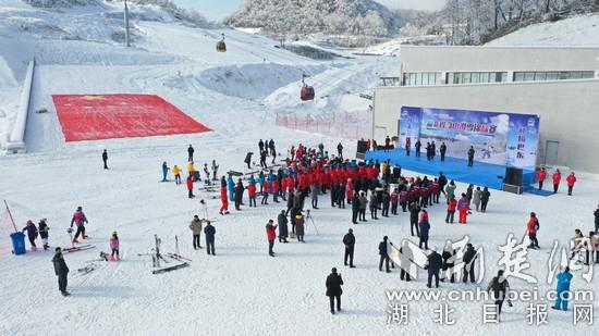 湖北省高山滑雪锦标赛在巴东激情开赛