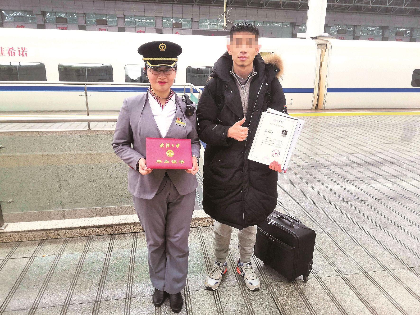 清华研究生将行李箱遗失在动车上 列车长凭一个信封找到失主