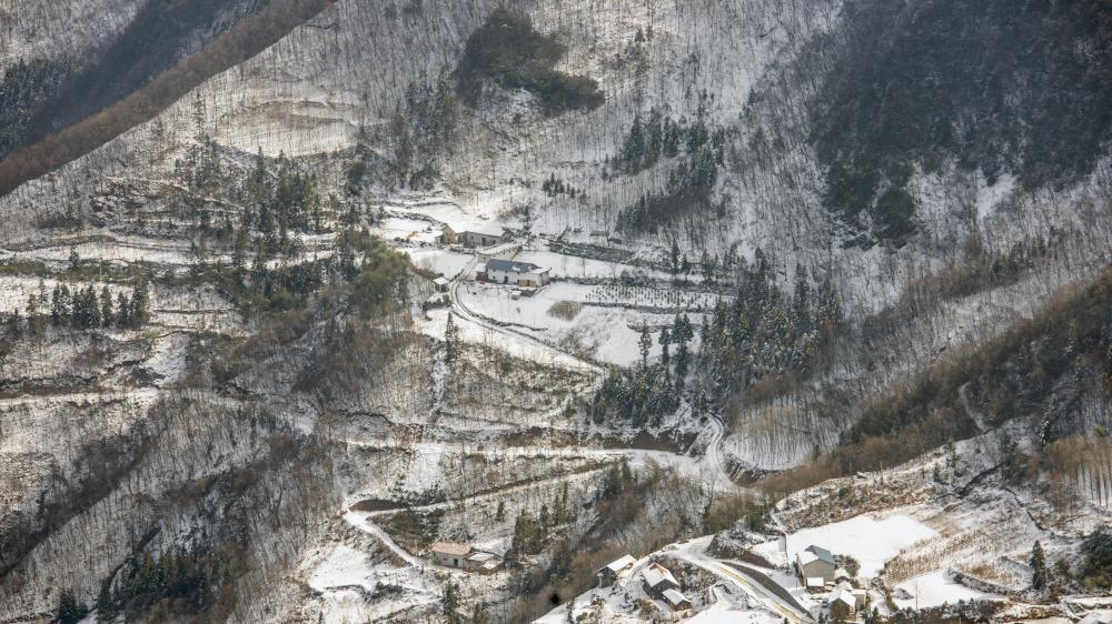 湖北巴东:鄂西屋脊 冰雪入画