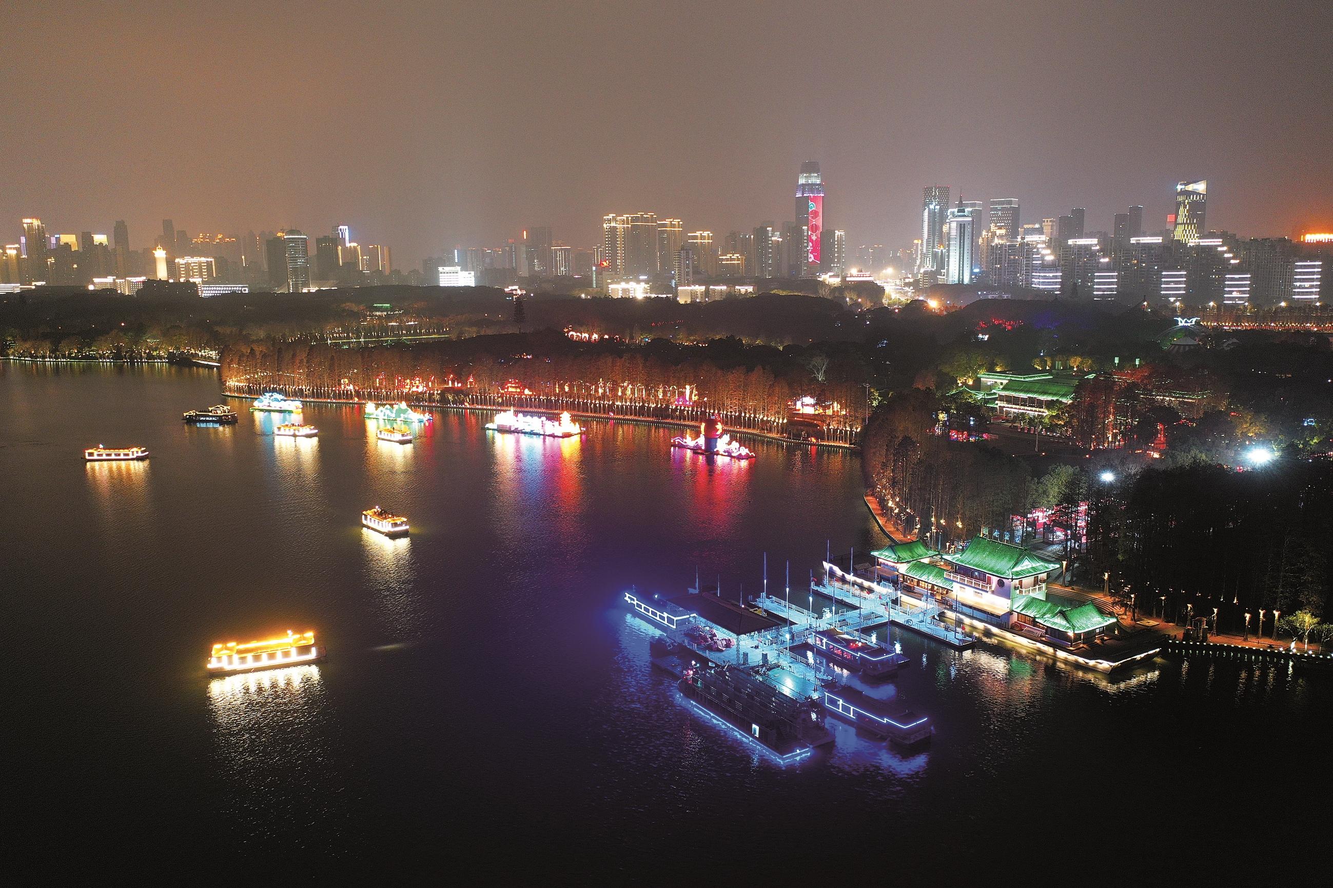 武汉:花灯璀璨 年味十足
