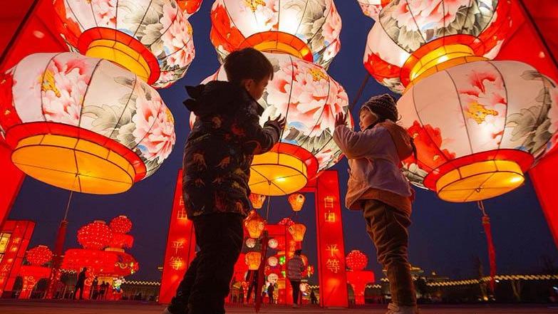 襄阳:夜景璀璨迎新春 流光溢彩年味浓