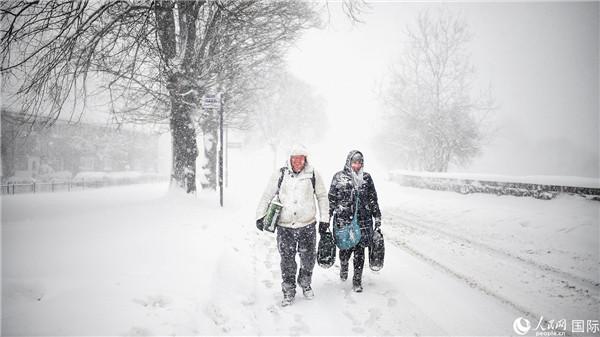 西班牙遭暴风雪袭击 供电中断多人死亡