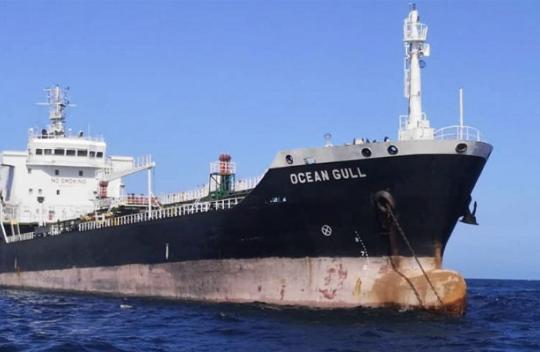 新加坡油轮疑非法停泊马来西亚被扣 含8名中国人