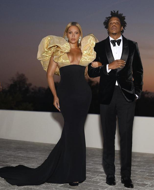 """有钱任性?碧昂丝Jay-Z金球奖自备香槟与同桌共饮"""""""