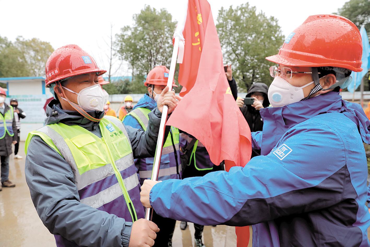 英雄筑起生命长城—写给武汉保卫战、湖北保卫战中的一线建设者