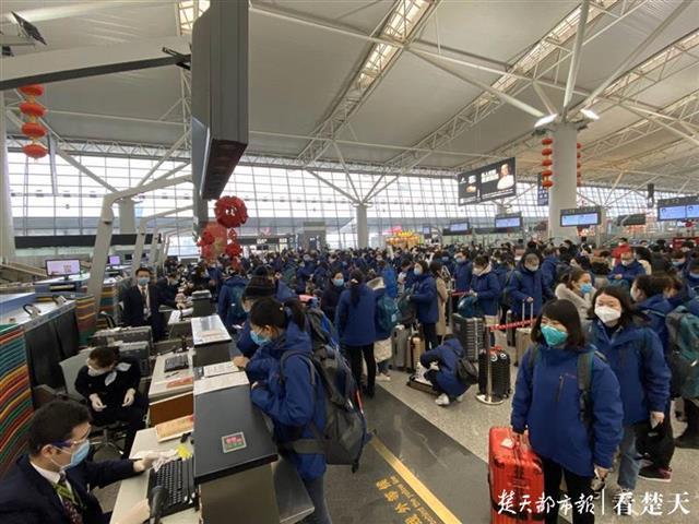 133名医护人员,3706公斤医疗物资,陕西第四援鄂医疗队抵汉