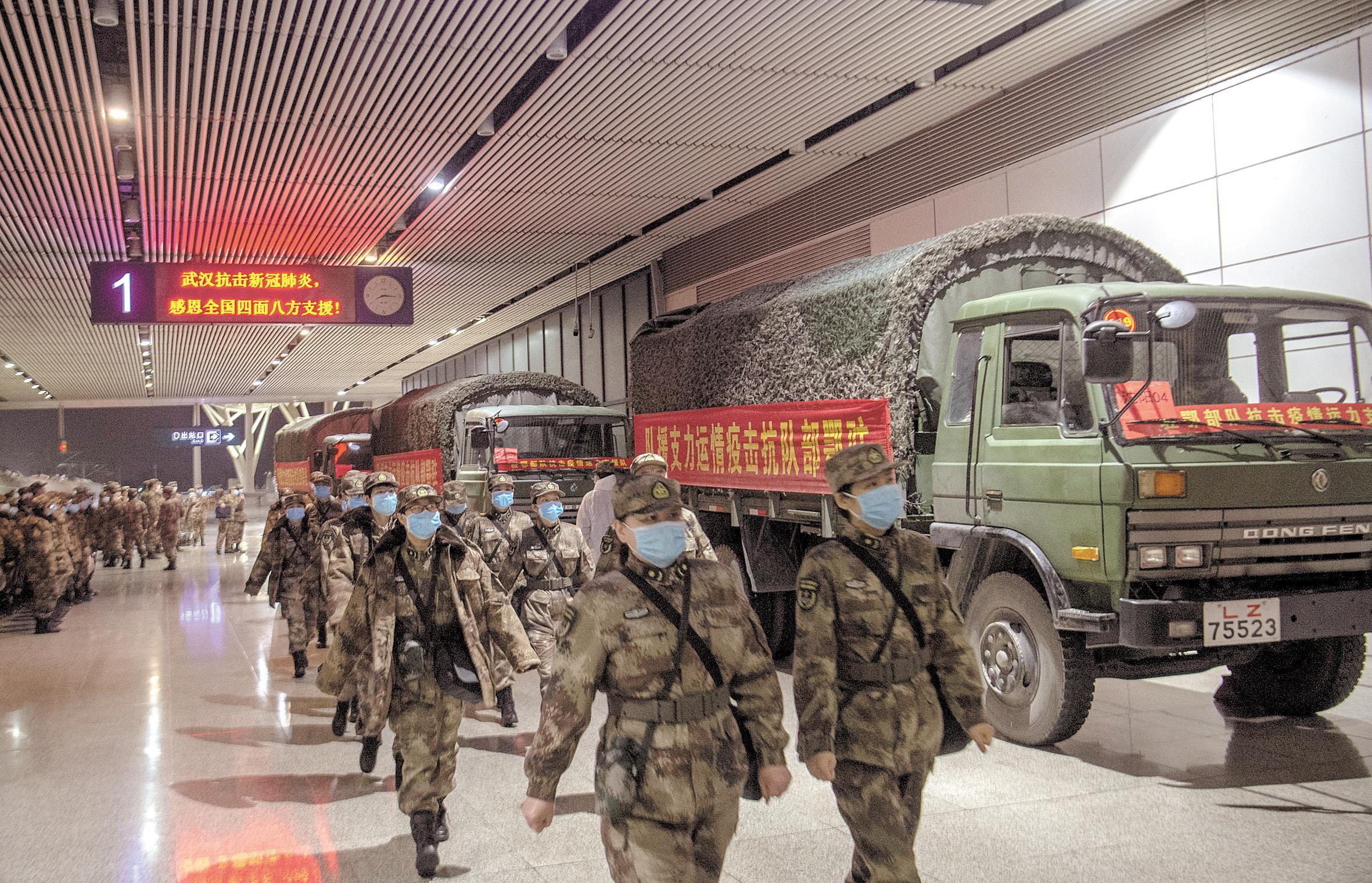 """驻鄂部队抗击疫情运力支援队撑起""""钢铁运输线"""""""