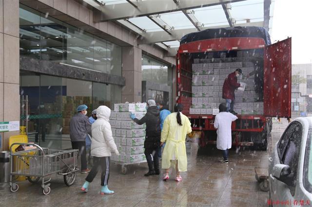 陕西洛川3100箱苹果捐武汉,四年