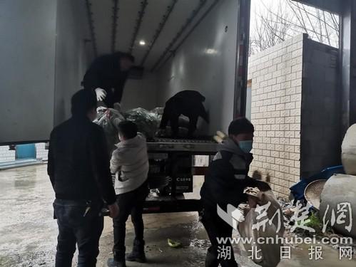 黃石一村民為鄉親捐出5420斤蔬菜