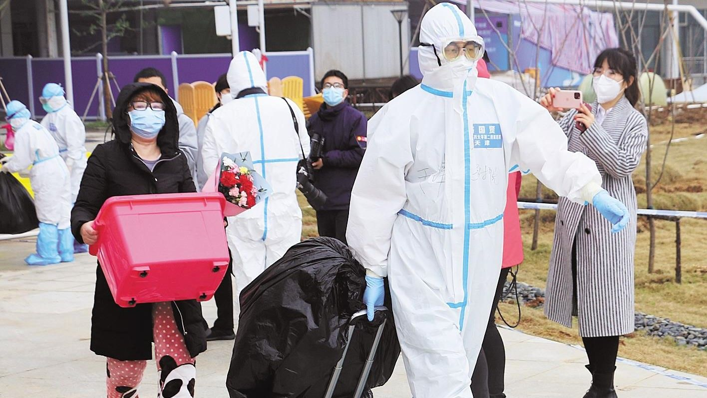 五省市中医专家联手救治 江夏区方舱医院首批23名患者治愈出院