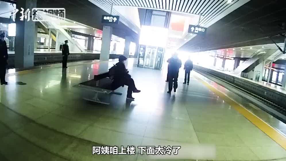 武汉方舱医院医生母亲千里探女 铁警暖心劝回