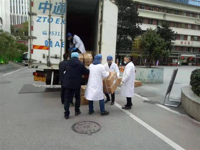 菜鸟紧急动员快递运力,9省30万件救援物资直达协和医院