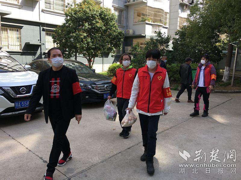 武汉开发区8名滞汉台胞主动参与社区志愿服务