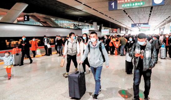 260多趟列车停靠武汉三大火车站 恢复到站首日6万多名人员到汉