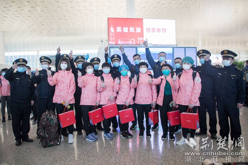 汉阳城管队员送援汉医疗队现在什么最赚钱离汉 临别之时双方定下暖心约定