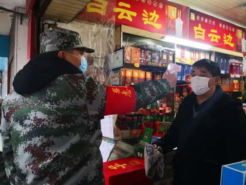 在武汉市蔡甸街,有这样一支军人志愿服务队(图2)