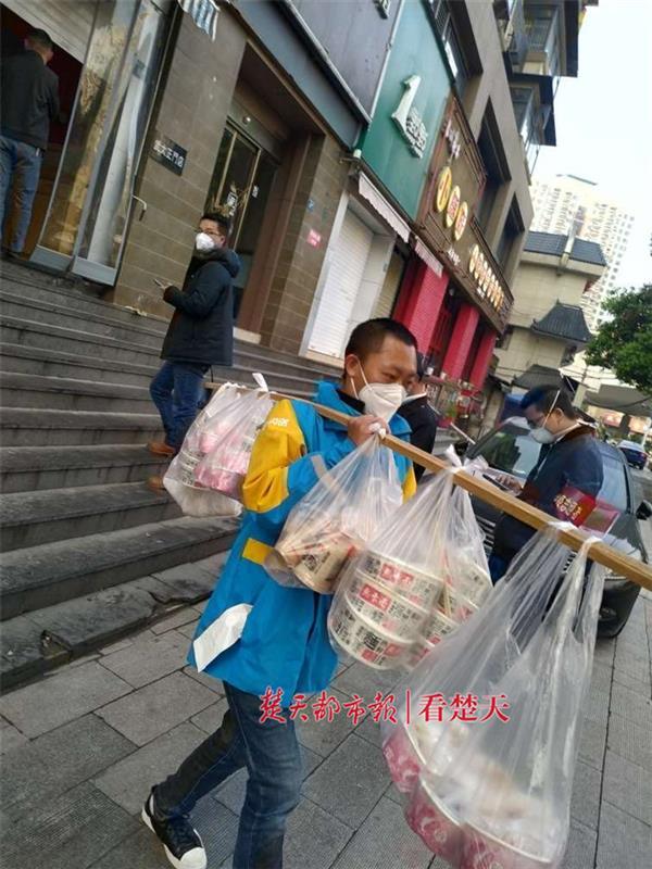 纪念居家隔离76天,解封之日武汉一女子狂点76份早餐