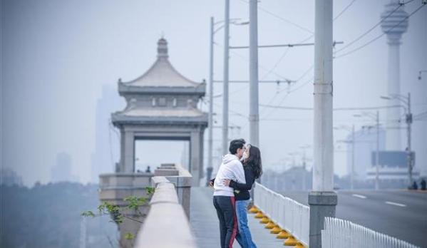 武汉长江大桥,逐渐恢复生机