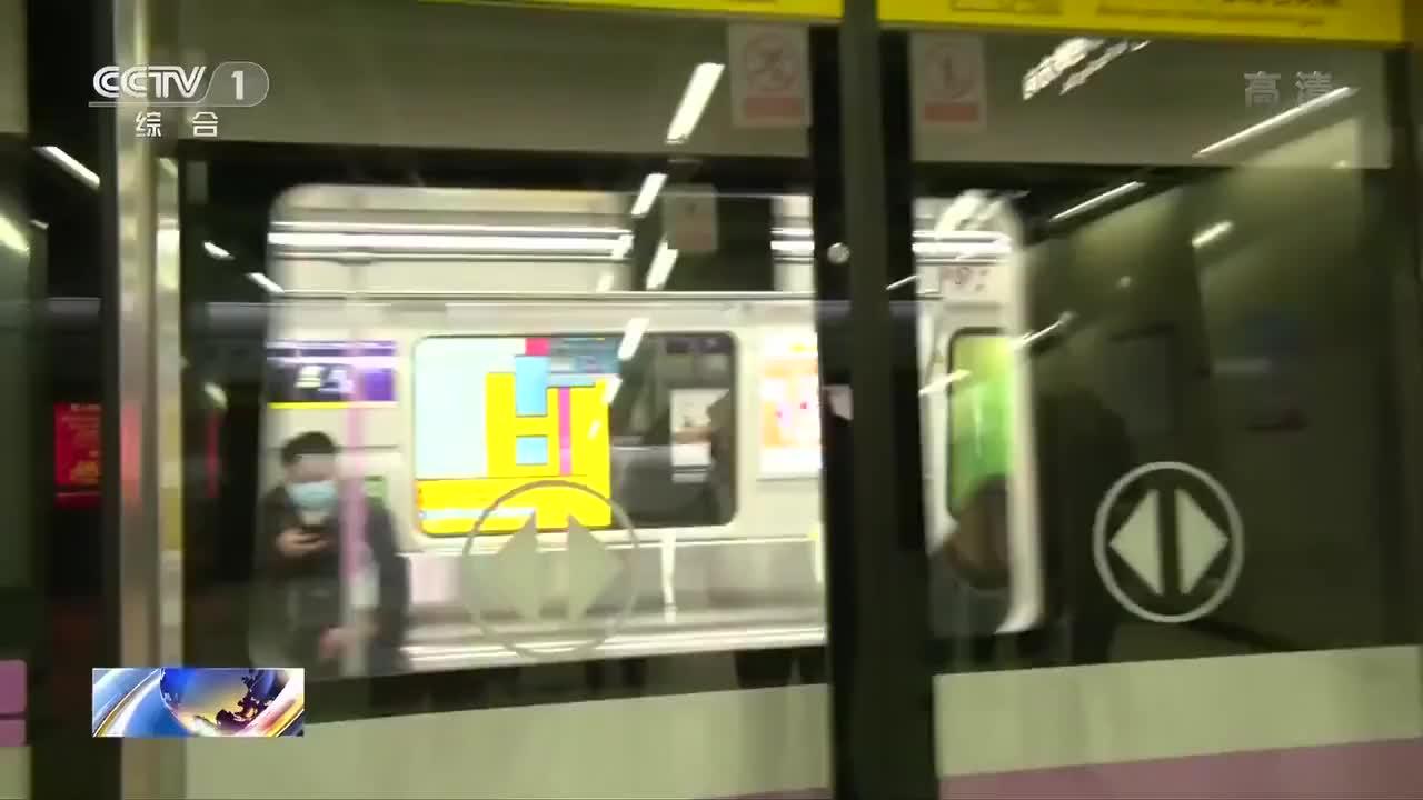 当报站声再次响起 武汉地铁乘客:我看到希望了