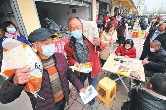 农田播种在即 荆州区小北门农资大市场热闹非凡
