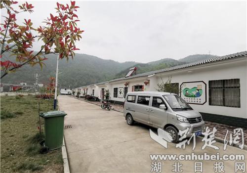 """襄阳南漳长坪镇:""""扶贫车间""""让贫困户脱贫不返贫"""