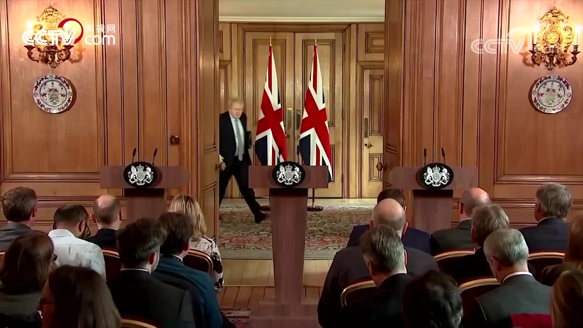 英国首相约翰逊自称曾与病人握手