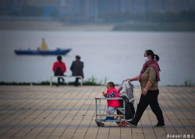 没有喧嚣,汉口江滩慢慢复苏
