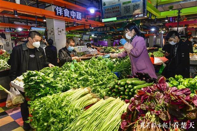 武汉首家恢复营业的生鲜市场通过一周考验