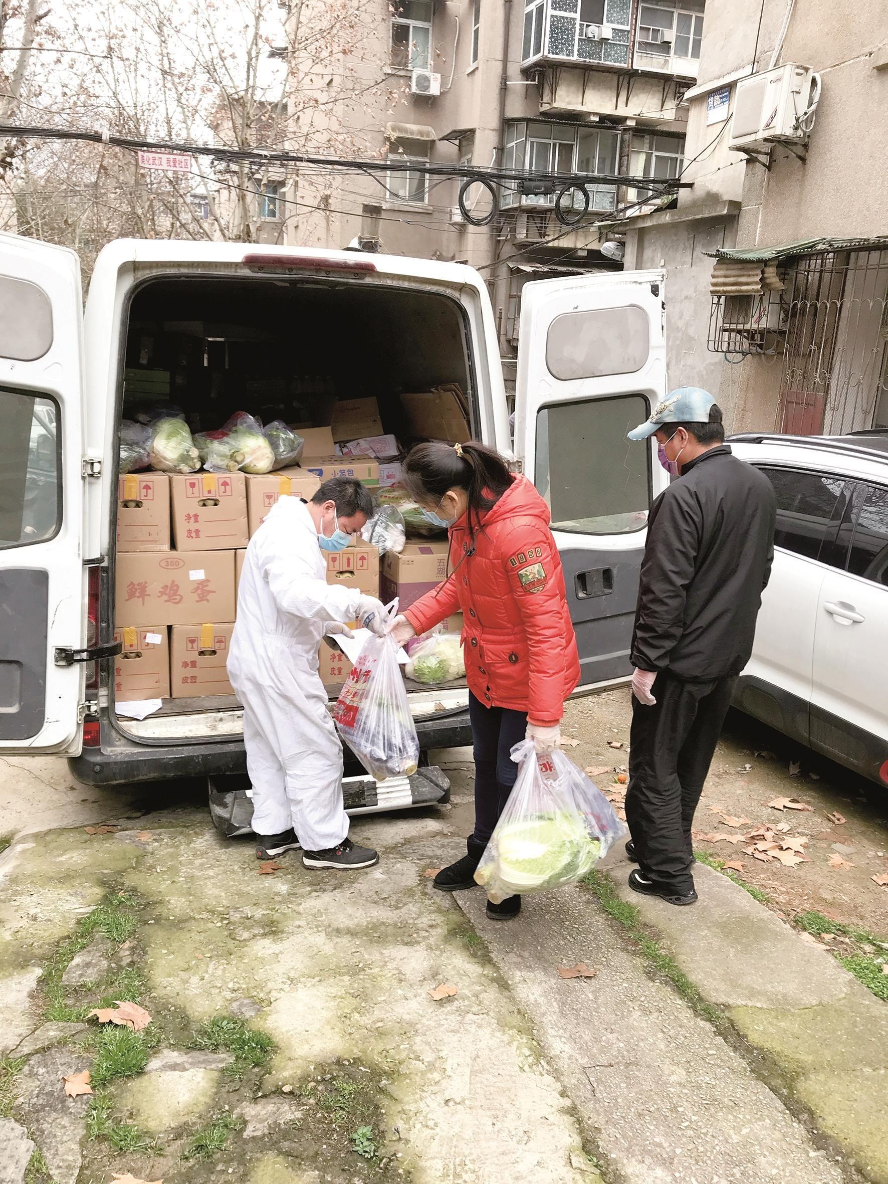 大三女生带着爸妈做抗疫志愿者 帮秭归果农销售近千公斤红橙