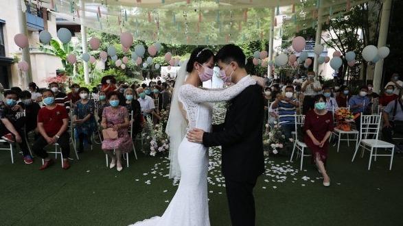 武汉:防控常态化下的婚礼